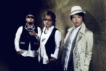 L→R SHIN(MC)、JUN(MC)、DJ GEORGIA(DJ)