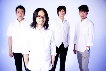 L→R 山田貴洋(Ba&Vo)、後藤正文(Vo&Gu)、喜多建介(Gu&Vo)、伊地知潔(Dr)