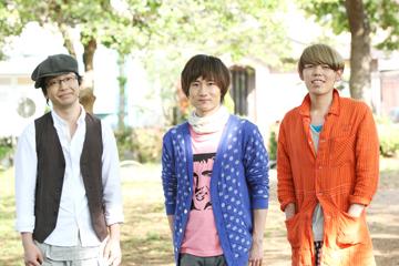 L→R 鈴木大介(Ba&Cho)、井手上 誠(Vo&Gu)、河村吉宏(Dr&Cho)