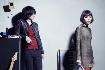 L→R Shinya Saito(Gu)、Maika Leboutet(全作詞&作曲&programming&Vo&Synthesyzer&テノリオン…and more)