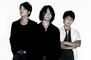 L→R Takashi Yamazaki(Ba)、Hiroyuki Sekine(Vo&Gu)、Yu-ki Matsuzawa(Dr&Cho)