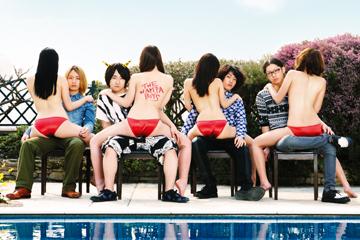 L→R  澤柳昌孝(Gu)、小林聡里(Vo&Gu)、田中悠貴(Ba)、後藤  駿(Dr)