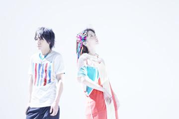 L→R KOUSUKE MASAKI(Gu)、YUKA(Vo)