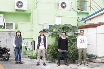 L→R 宮平直樹(Gu)、前川真悟(Vo&Ba)、新屋行裕(Gu)、中村洋貴(Dr)