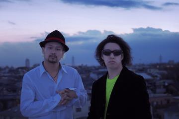 L→R HAYATO(Piano)、HIRO(Cajon)