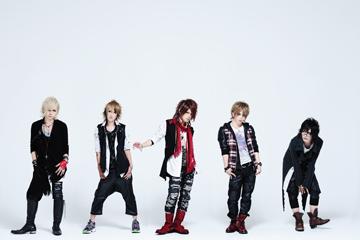 L→R 瑠伊(Ba)、Yuh(Gu)、智(Vo)、Tohya(Dr)、海(Gu)