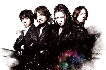 L→R tetsuya(Ba)、ken(Gu)、hyde(Vo)、yukihiro(Dr)