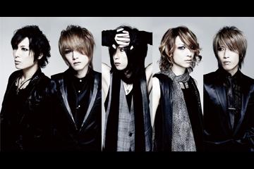 L→R ギル(Gu)、TAKEO(Dr)、キリト(Vo)、Karyu(Gu)、KOHTA(Ba)