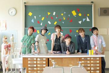 L→R L→R MAa(Dr)、yuya(Ba)、Nobu(Vo&Gu)、KEI(Vo)、Ryo(Gu)、SHIGE(Key)