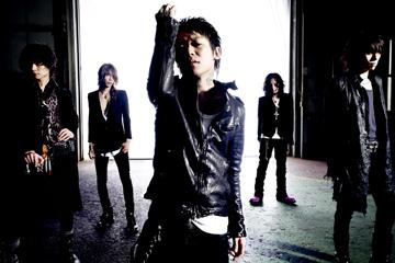 L→R Toshiya(Ba)、Shinya(Dr)、京(Vo)、薫(Gu)、Die(Gu)