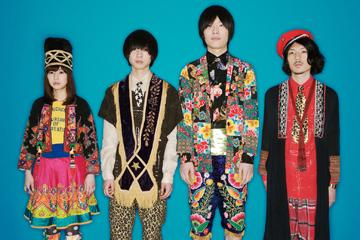 L→R 内田万里(Vo&Key)、石井竜太(Gu)、高城琢郎(Dr)、安西卓丸(Ba&Cho)