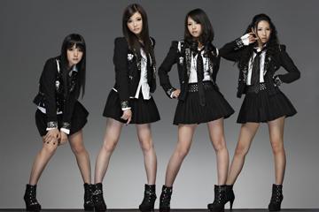 L→R MAMI(Gu&Vo)、RINA(Dr&Vo)、HARUNA(Vo&Gu)、TOMOMI(Ba&Vo)