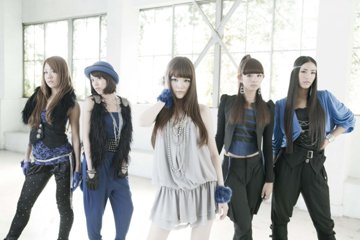 L→R 小林愛美(Dancer)、小谷麻梨香(Dancer)、高田由香(Vo)、山下詩織(Dancer)、大門弥生(Dancer)