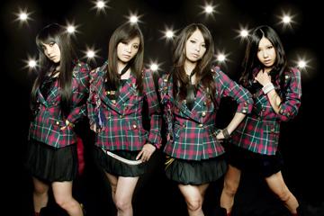 L→R AMI(Gu&Vo)、RINA(Dr&Vo)、HARUNA(Vo&Gu)、TOMOMI(Ba&Vo)
