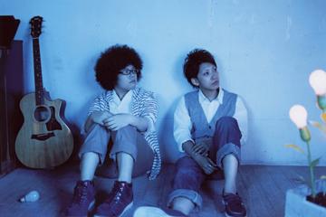 L→R 恵梨香(Cho&Gu&Harp)、千晶(Vo&Gu)
