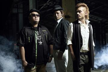 L→R SHIN(MC)、DJ GEORGIA(DJ)、JUN(MC)