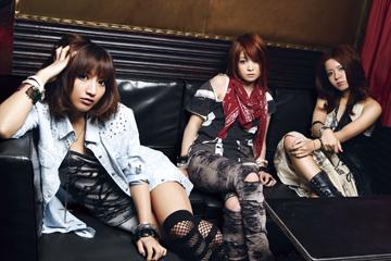 L→R MAYU(Vo)、RINA(Gu)、NANA-A(Dr)