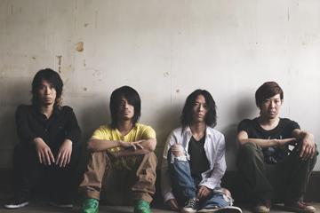 L→R 岡峰光舟(Ba)、菅波栄純(Gu)、山田将司(Vo)、松田晋二(Dr)