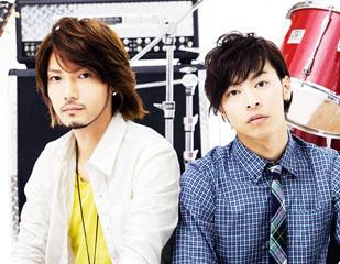 L→R KYOHEI(Vo&Gu)、MITSUAKI(Vo)
