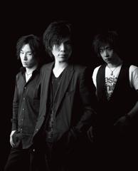 L→R シバタケンスケ(Dr)、カタオカセブン(Vo&Gu)、カガヤマタダシ(Ba)