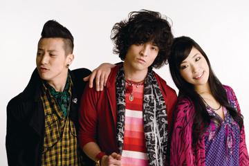 L→RJOE(Ba&Vo)、JUON(Va&Gu)、SATOKO(Dr&Vo)