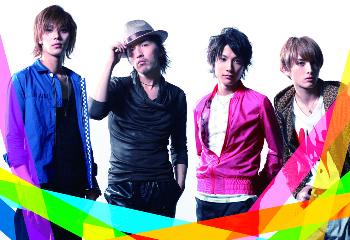 L→R 小谷嘉一(Vo&Ba)、岩元 健(Vo)、MOTO(Vo&Gu)、永井朋弥(Vo)