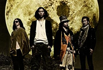 L→R 小笠原大悟(Dr)、石井 卓(Vo&Gu)、choro(Gu)、サトウヒロユキ(Ba)