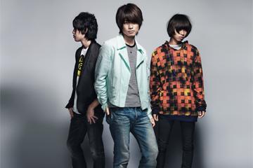L→R 奥野翔太(Ba&Cho)、杉本雄治(Piano&Vo)、河邊 徹(Dr&Cho)