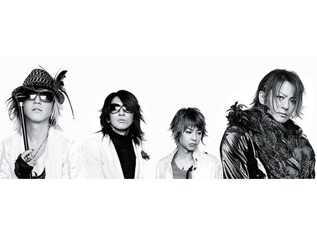 L→R HISASHI(Gu)、TAKURO(Gu)、JIRO(Ba)、TERU(Vo)
