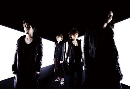 L→R ミヤ(Gu)、YUKKE(Ba)、SATOち(Dr)、逹瑯(Vo)