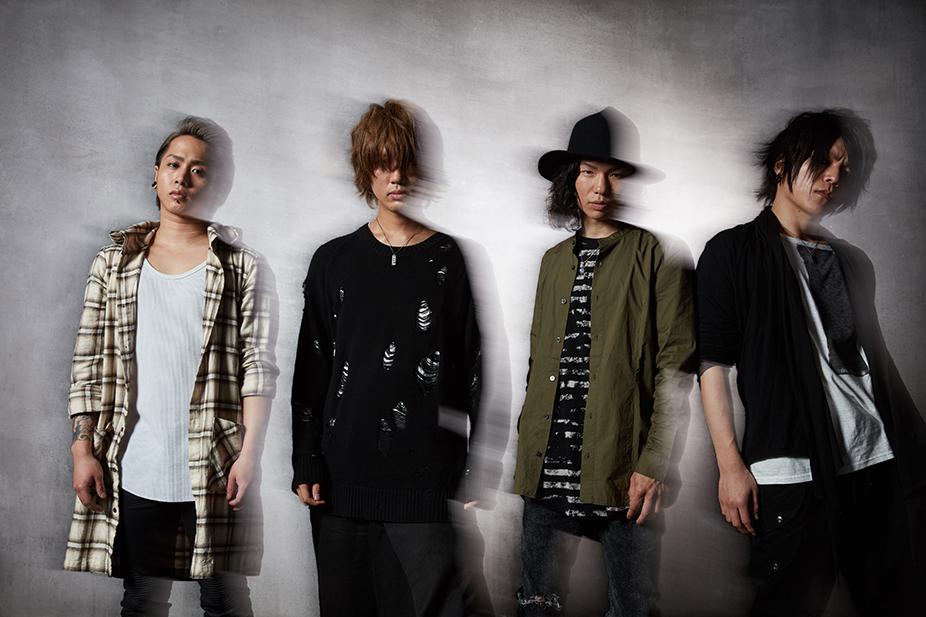 L→R Kiara(Ba)、Ryosuke(Vo&Gu)、Tatsuya(Dr)、Ryo(Gu&Scream&Programming)