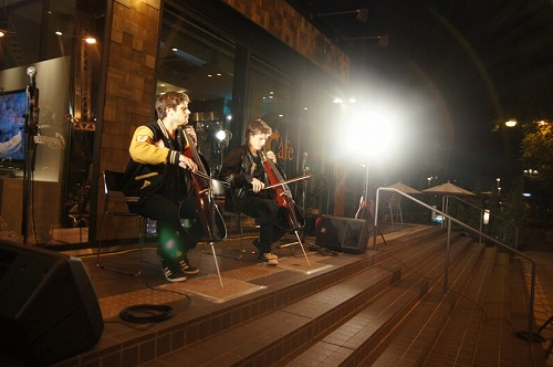 名古屋にも訪れた2チェロズ Listen Japan