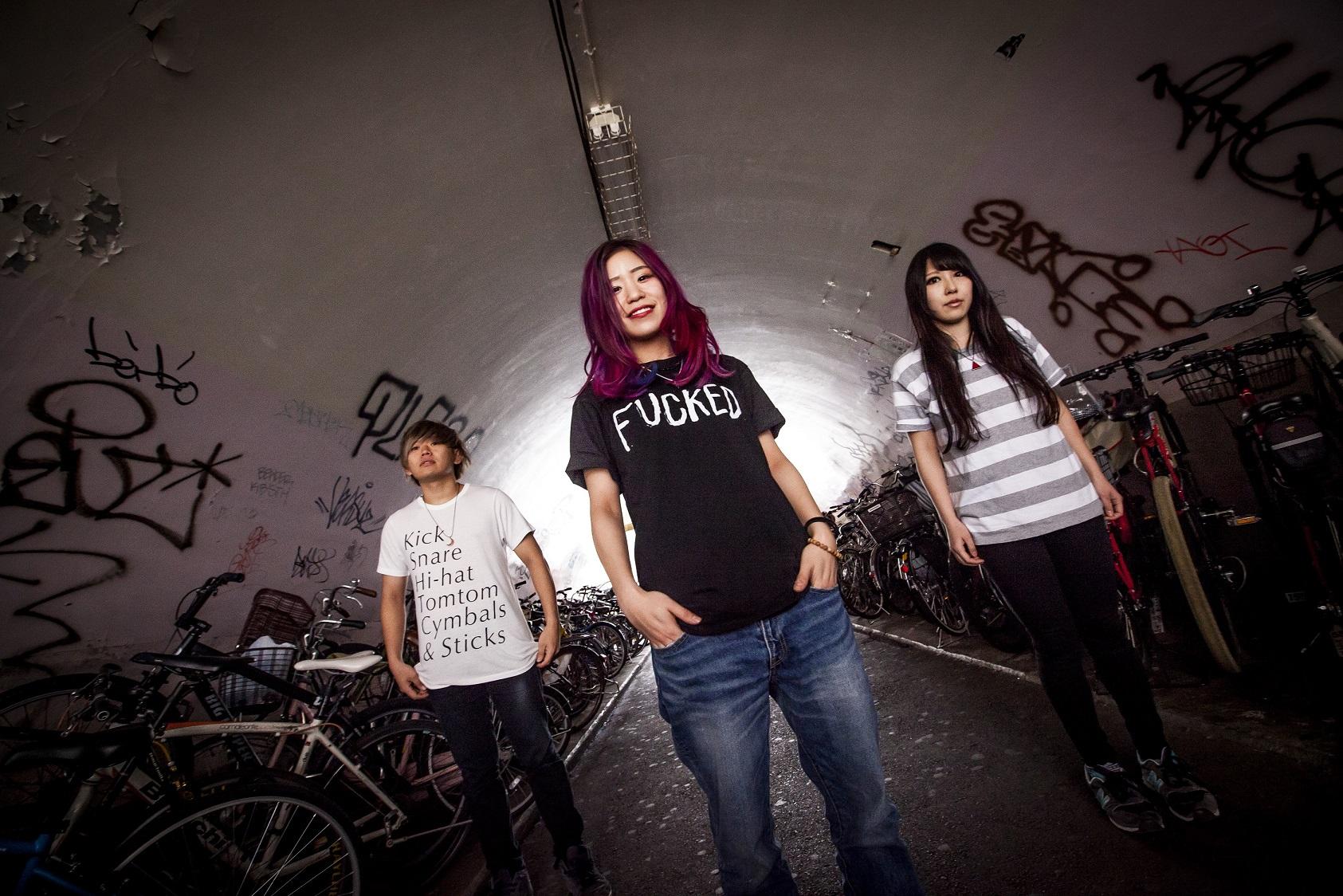 大阪出身の3ピースバンド・Dizzy Sunfistが自主企画「FIST FIGHT NIGHT 2017」開催決定!