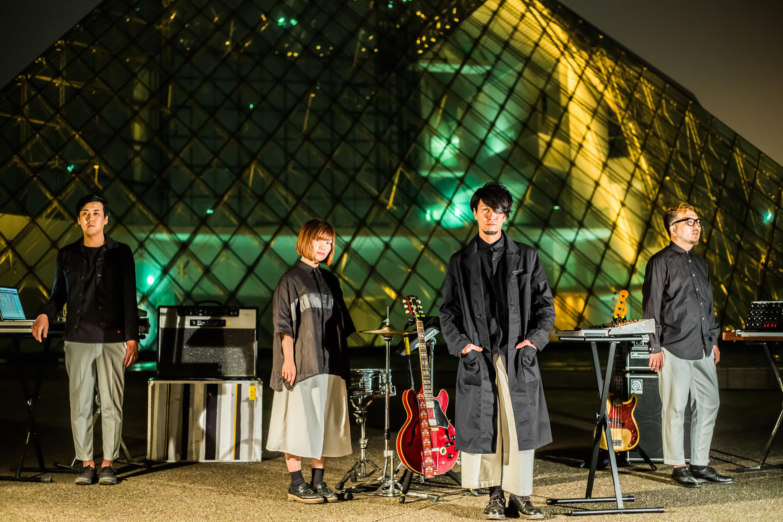 L→R Hiroshi(Sequence&Percussion)、Airi(Dr)、K(Vo&Gu&Key&Programming)、sujin(Bassguitar&SynthBass)