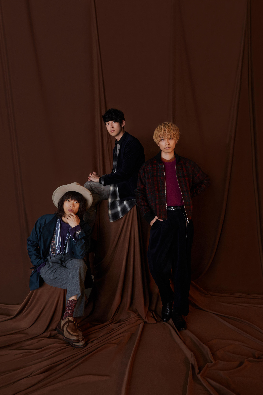 L→R 河邉 徹(Dr&Cho)、奥野翔太(Ba&Cho)、杉本雄治(Piano&Vo)