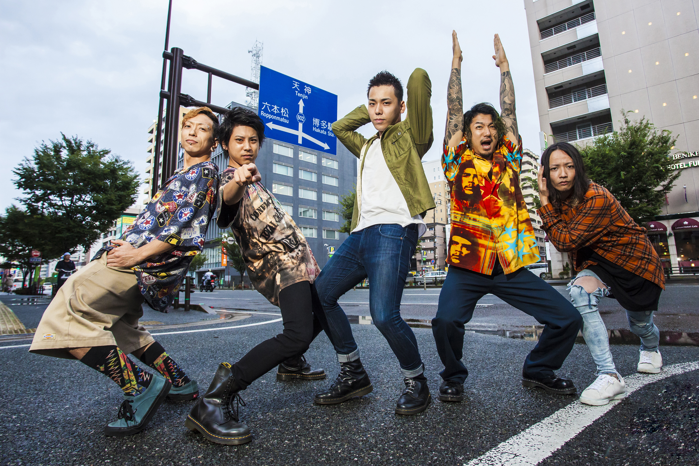 L→R 松永健太(Ba)、吉田弘輝(Gu)、RYOSUKE(Vo)、海 THE KID(Dr)、逸見豪一(Key)