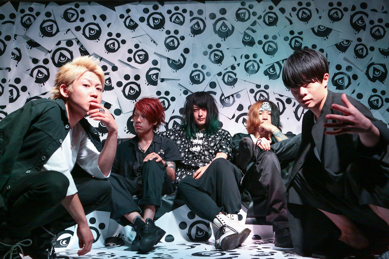 L→R Ryo(Vo)、Sow(Gu)、Talow(Ba)、Kizuki(Dr)、Wataru(Vo)
