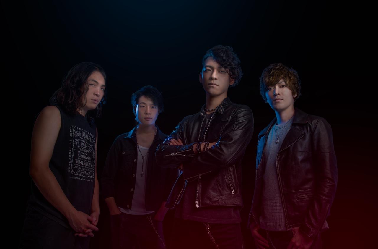 L→R 楠 大地(Dr)、楠 聡史(Gu)、鷲塚真志(Vo&Gu)、吉田 淳(Ba)