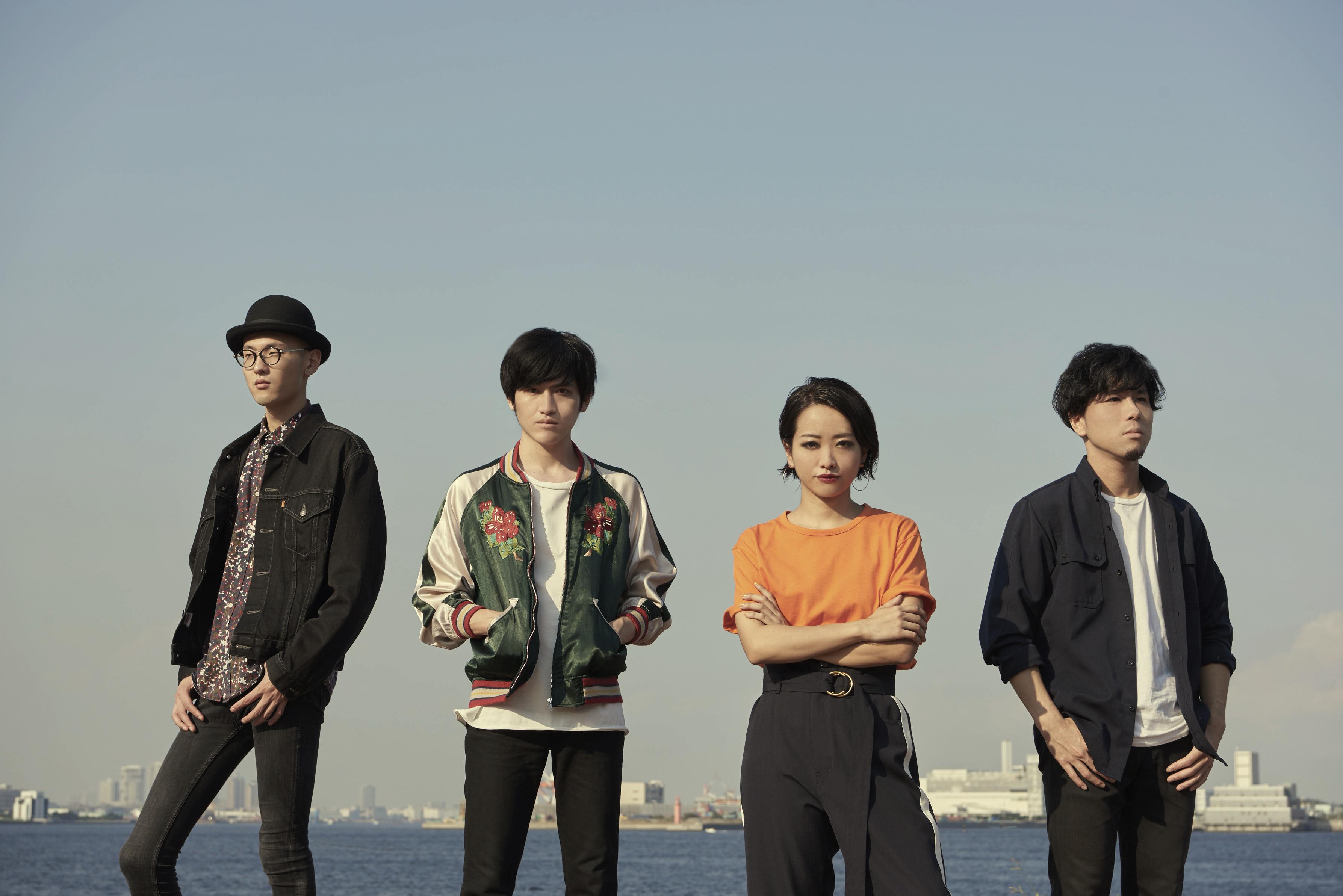 L→R 村山 努(Ba)、真田 徹(Gu)、黒田秋子(Vo&Key)、彦坂 玄(Dr)