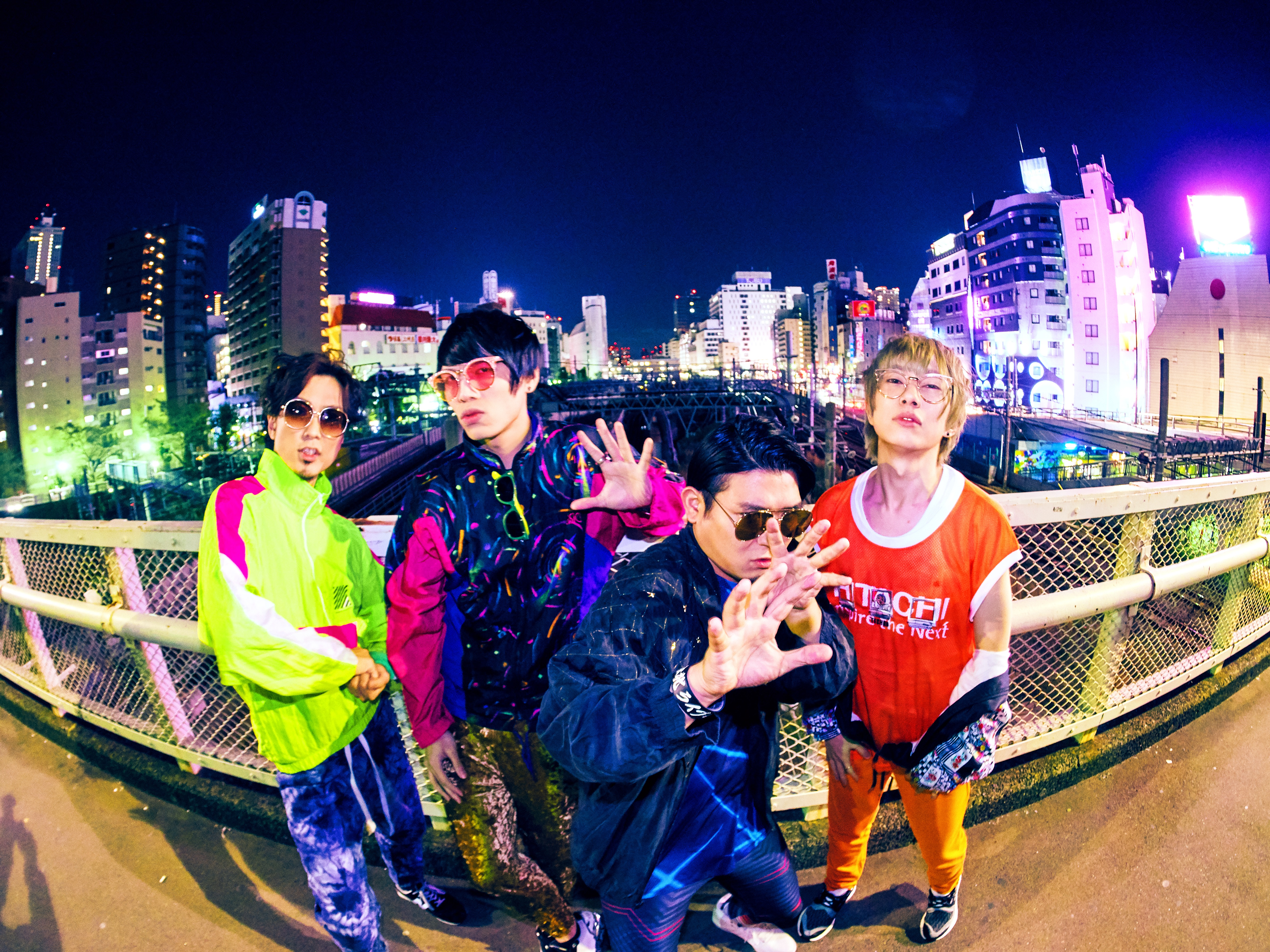 L→R JOTARO(Ba&Cho)、宮川依恋(Vo&Gu)、松本誠治(Dr&Cho&Perc)、涼平(Gu&Cho&Pf)