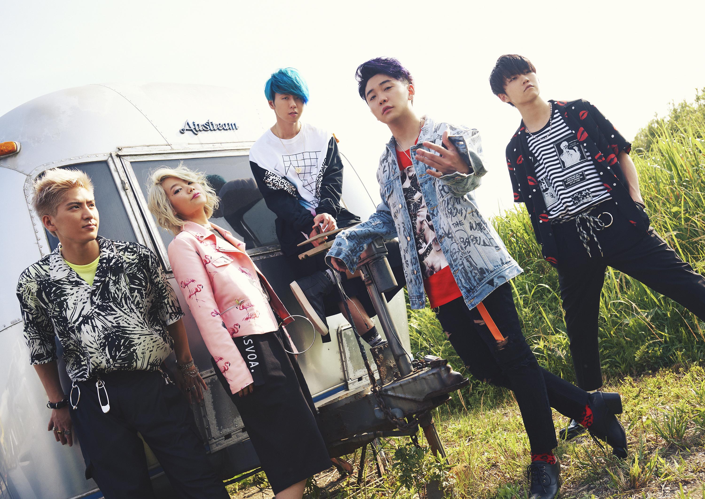 L→R 髙野清宗(Ba)、山中綾華(Dr)、藤澤涼架(Key)、大森元貴(Vo&Gu)、若井滉斗(Gu)