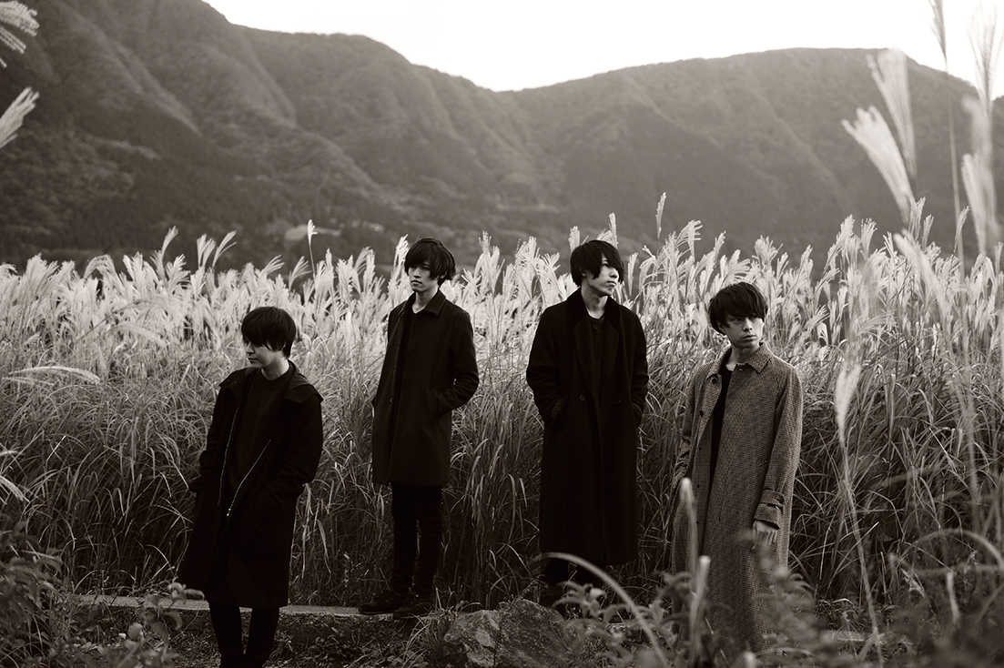 L→R 井上雄斗(Gu)、髙橋涼馬(Ba)、坂東志洋(Dr)、武市和希(Vo&Gu&Key)