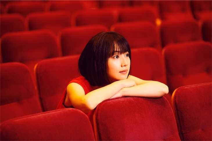新山詩織、5周年記念ベストアルバムの最新ヴィジュアル公開!
