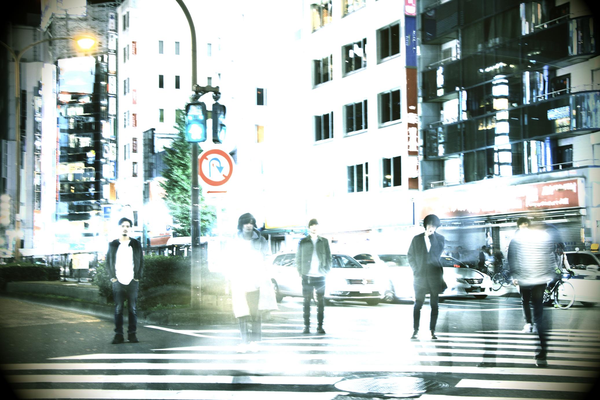 L→R 高橋 誠(Dr)、千野隆尋(Vo)、岡﨑広平(Gu)、伊丸岡亮太(Gu)、宇佐美友啓(Ba)