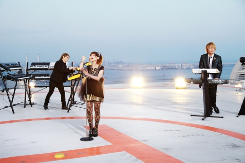 小室哲哉がゲスト出演した、「eternal reality」MV撮影の模様