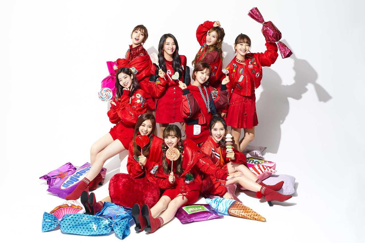 TWICE 新曲「Candy Pop」の「アニメ×実写」MV公開!キャンディの世界を舞台としたストーリーは必見!