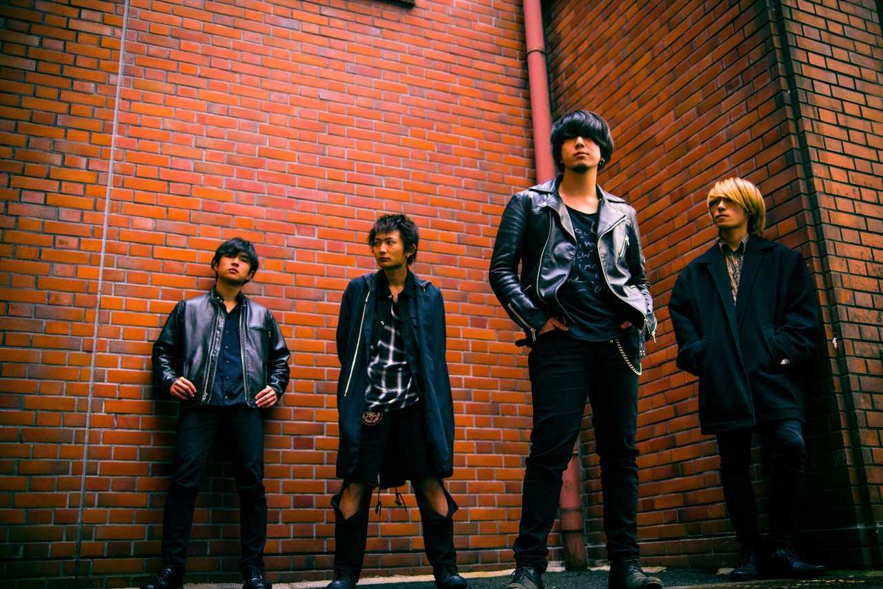 L→R 田中仁太(Ba)、谷口宗夢(Dr)、杉野泰誠(Vo&Gu)、近藤和嗣(Gu)