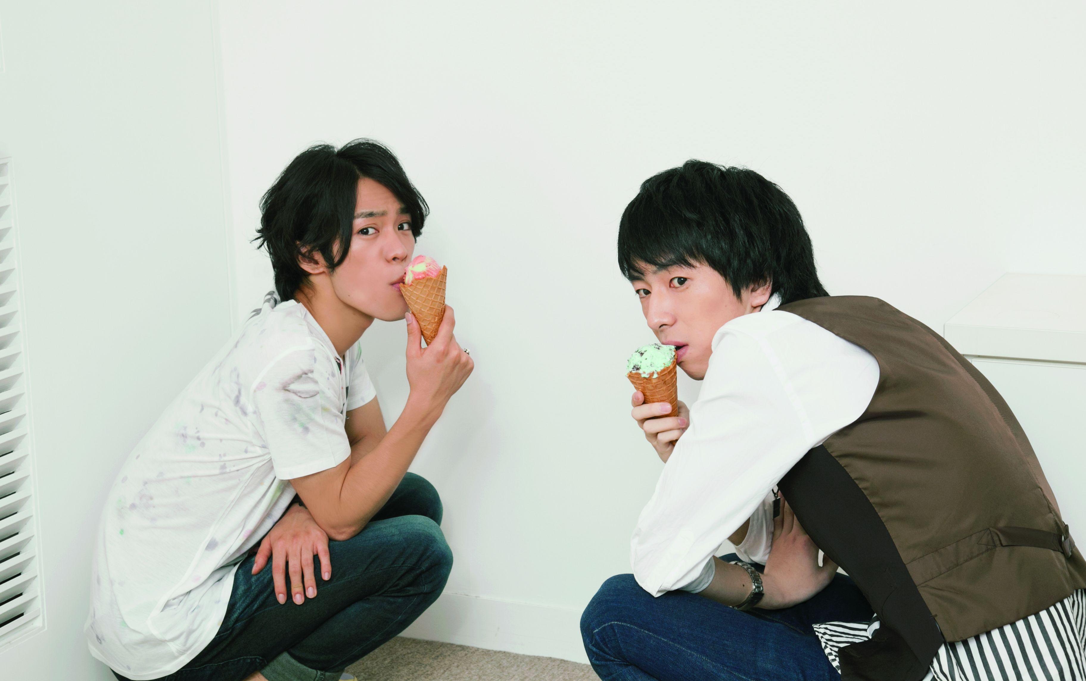 カハシヨウ(家裏マンボウ死P)×小野賢章 ※「別冊spoon. 2Di」(8/31発売)掲載写真