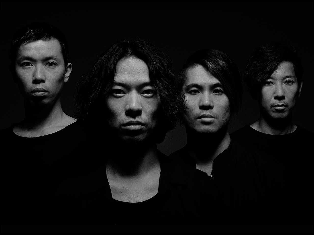 L→R 岡峰光舟(Ba)、山田将司(Vo)、菅波栄純(Gu)、松田晋二(Dr)