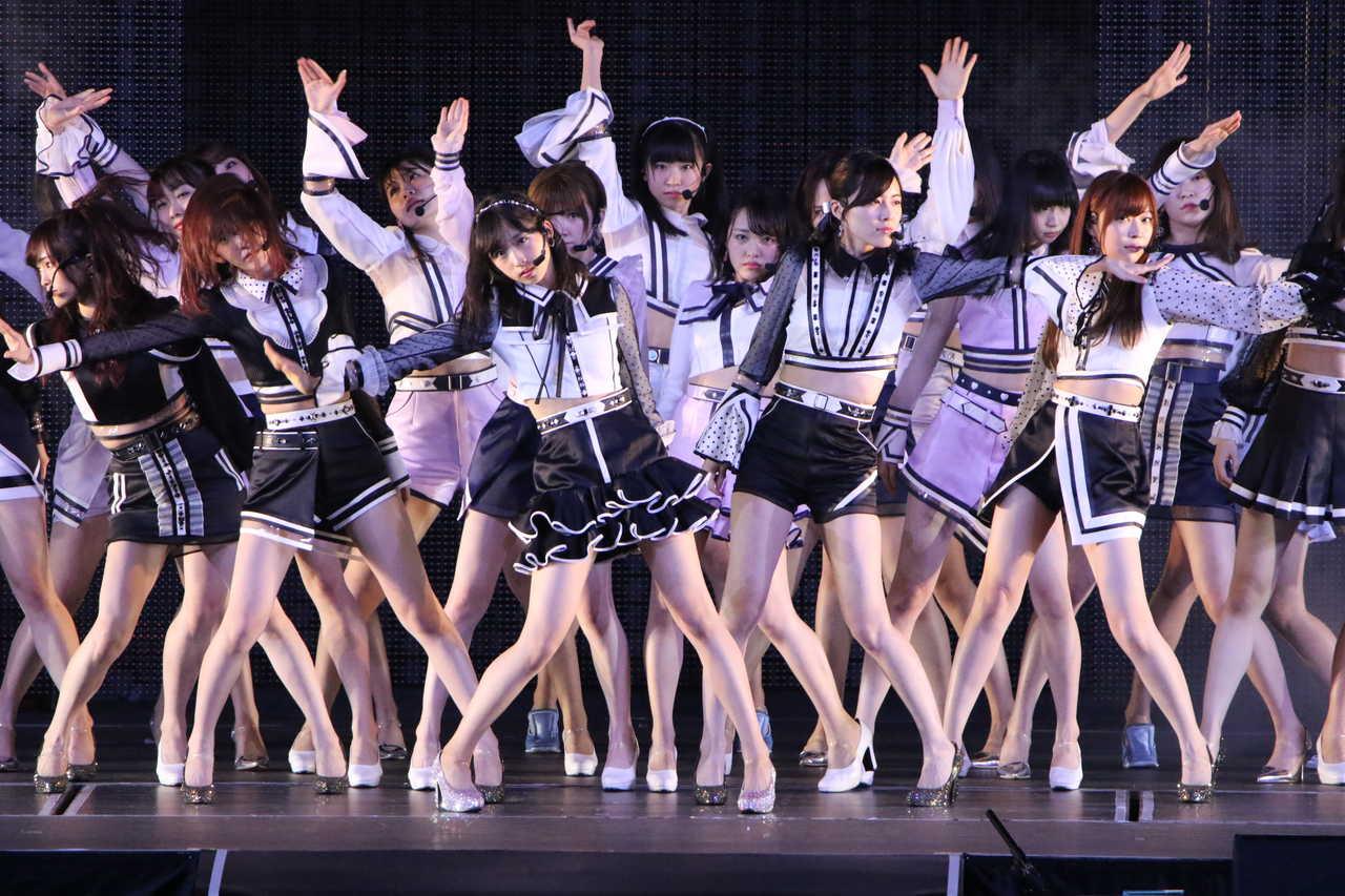 AKB48単独コンサート、初センター小栗有以「Teacher Teacher」初披露!